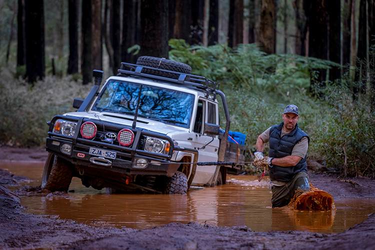 4WD Survival—5 Things To Have When You're Really Stuck