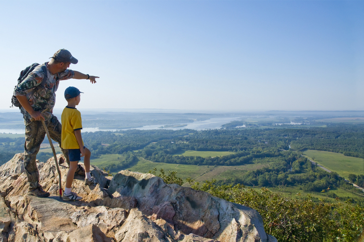 5 Beautiful Scenic Hikes in Arkansas