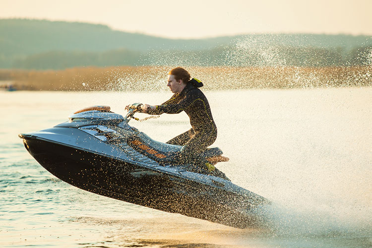 5 Exhilarating Jet Skiing Spots in Colorado
