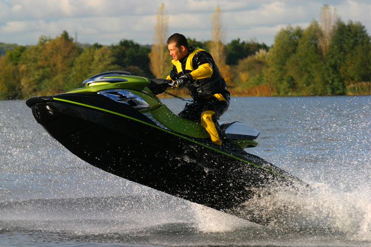 5 Exhilarating Jet Skiing Spots in Connecticut