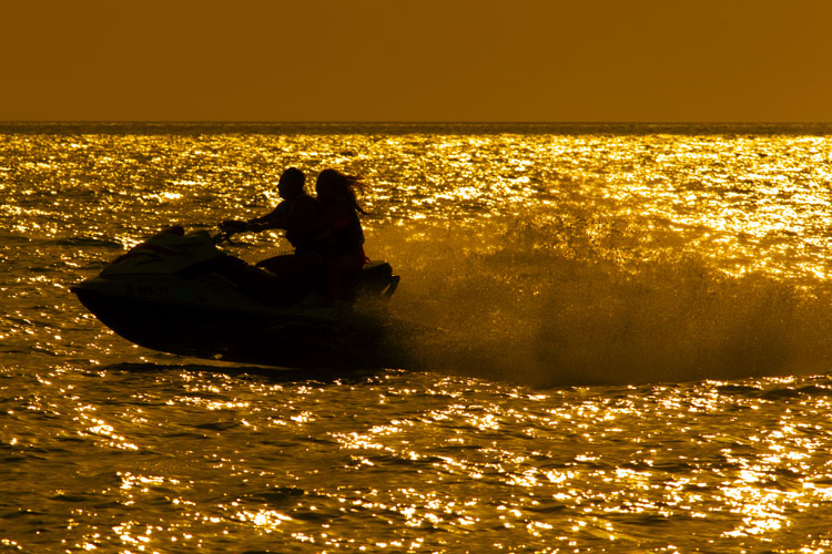 5 Exhilarating Jet Skiing Spots in Florida