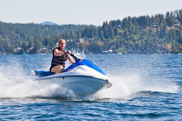 5 Exhilarating Jet Skiing Spots in Iowa