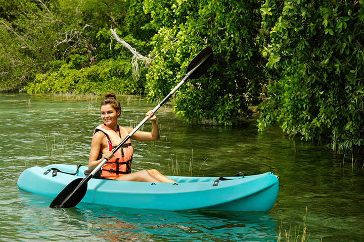 5 Excellent Places for Beginners to Kayak in Iowa