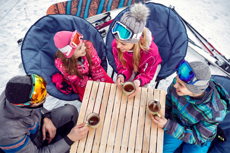 5 Best Ski Destinations for Families in Illinois