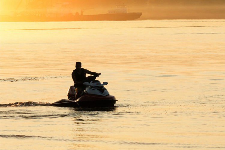 5 Exhilarating Jet Skiing Spots in Illinois