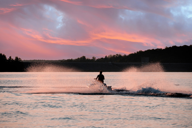 5 Exhilarating Jet Skiing Spots in Kansas