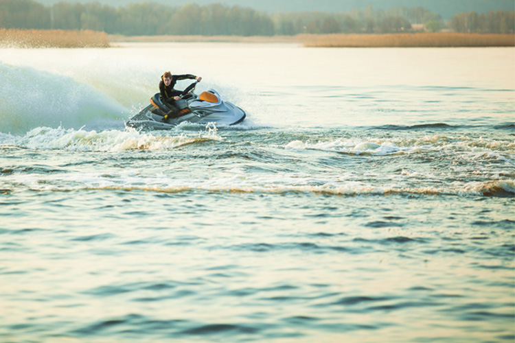 5 Exhilarating Jet Skiing Spots in Kentucky