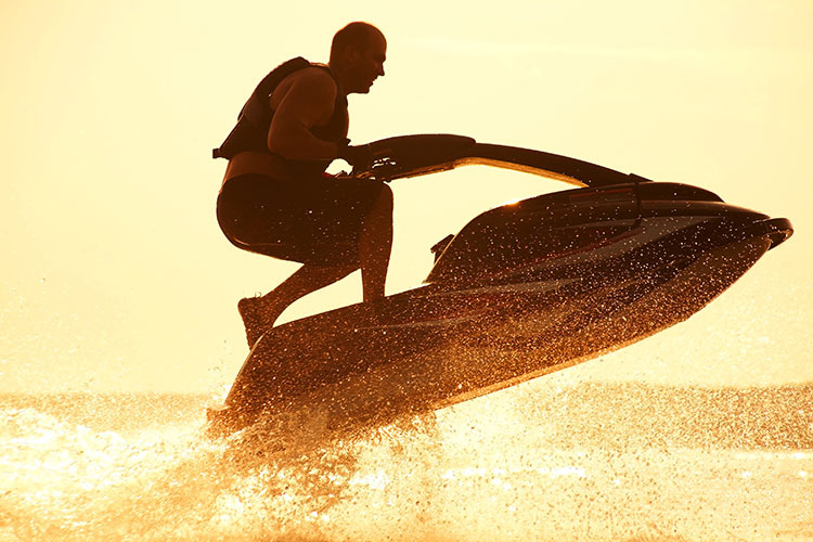 5 Exhilarating Jet Skiing Spots in Massachusetts
