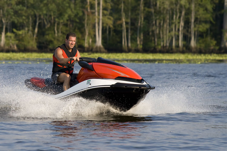 5 Exhilarating Jet Skiing Spots in Maine