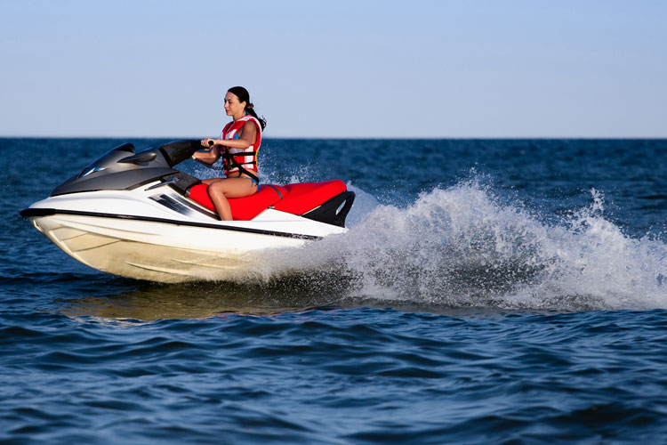 5 Exhilarating Jet Skiing Spots in Michigan