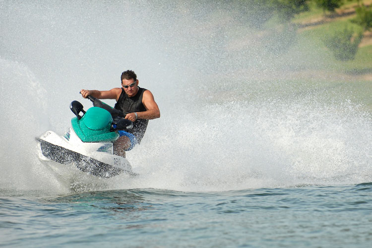 5 Exhilarating Jet Skiing Spots in Minnesota