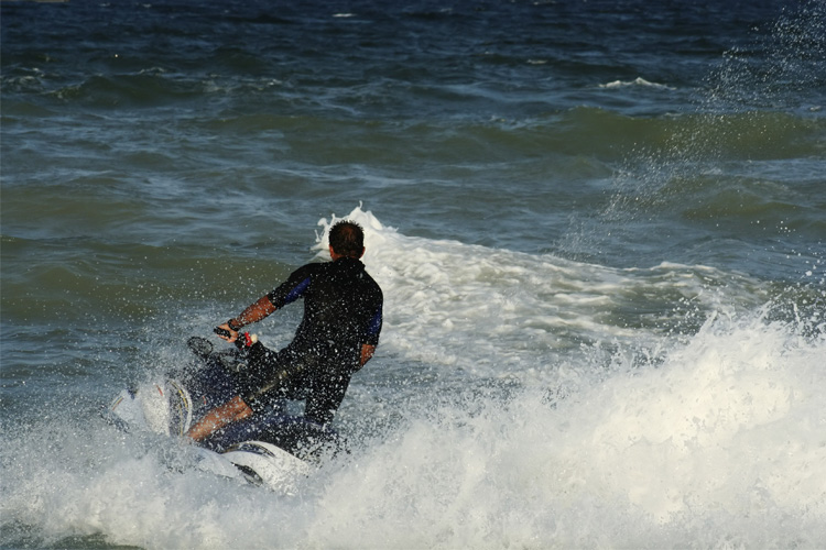 5 Exhilarating Jet Skiing Spots in Mississippi