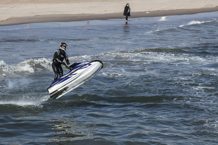 5 Exhilarating Jet Skiing Spots in New York