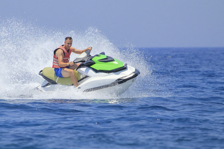 5 Exhilarating Jet Skiing Spots in Rhode Island
