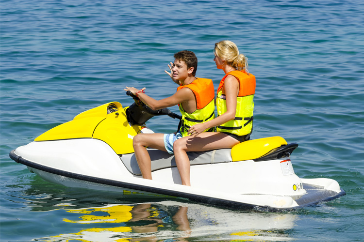 5 Exhilarating Jet Skiing Spots in South Carolina
