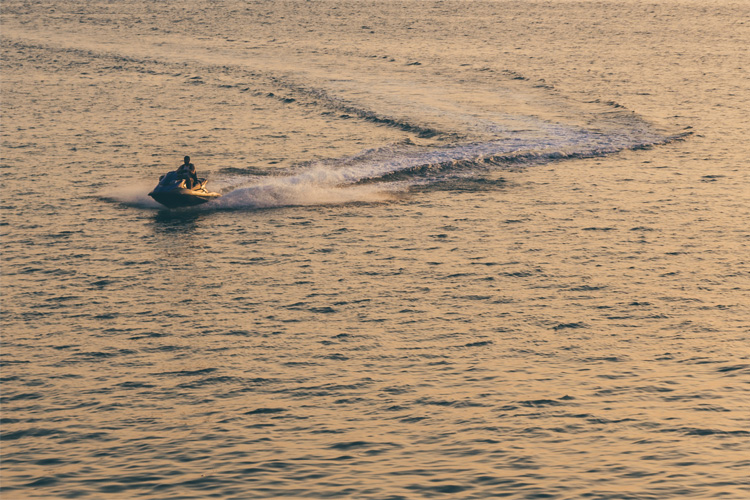 5 Exhilarating Jet Skiing Spots in Tennessee