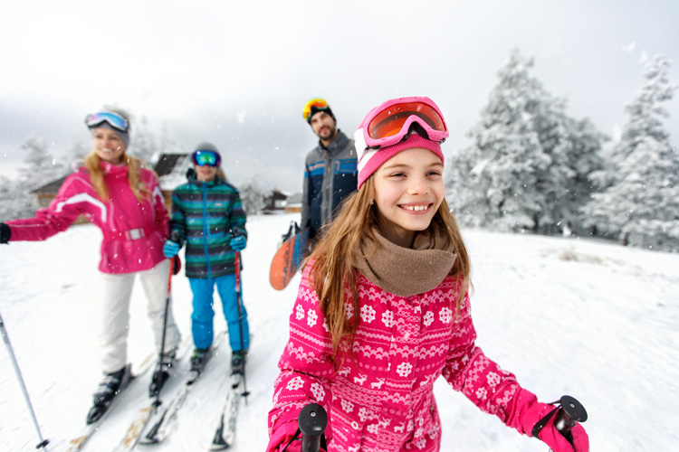 10 Safe Skiing Tips for Families
