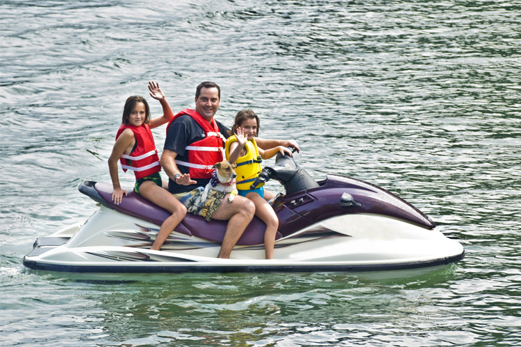 5 Exhilarating Jet Skiing Spots in Virginia