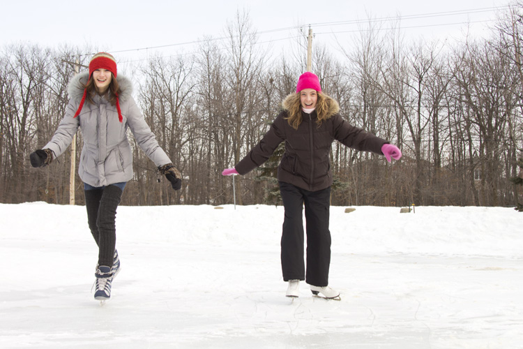 8 Best Ice Skating Rinks in Wyoming